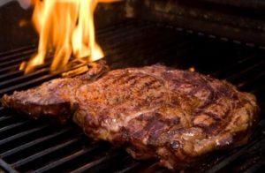 Как жарить мясо на углях