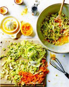 Салат из нашинкованных овощей под соусом рас эль ханут