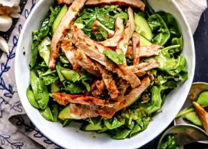Салат с огурцами и свининой в азиатском стиле