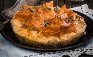 Пирог из теста фило с баклажанами и сыром