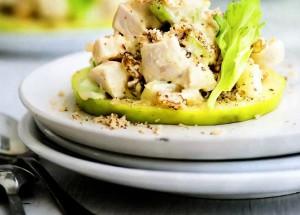 Салат с сельдереем, курицей и яблоком