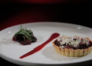 Ягодные десерты: мини-тарты с ежевикой и лаймом