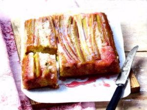 Перевернутый пирог с ревенем и миндалем