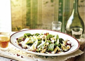 Салат со шпинатом, курицей и гранатом