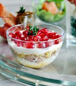 Мини-салат из тунца с гранатом