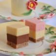 Разноцветные мини пирожные