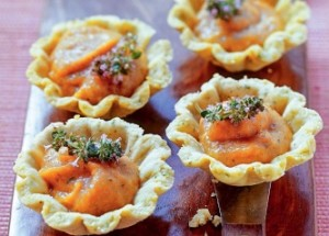 Тарталетки с яблочно-томатным чатни