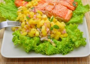 Красная рыба с ананасовой сальсой