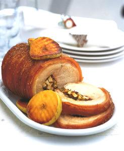 рулет из свинины с черносливом и яблоками