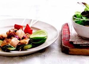 Шашлычки из лосося в соевой глазури