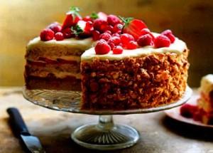 Торт-тирамису с лимоном, ягодами и белым шоколадом