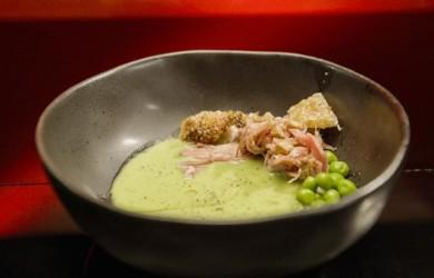 Крем-суп из горошка со шкварками