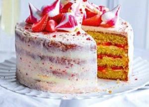 Торт с клубникой и необычной глазурью
