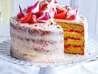 Торт с клубникой и глазурью с просекко