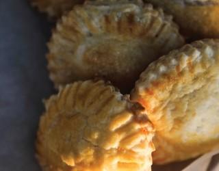 Мини-пироги с курицей и сливками