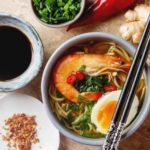 японское блюдо рамэн с креветками