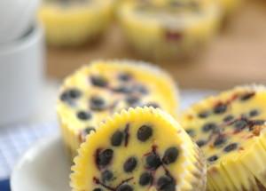 Лимонные мини-чизкейки с черникой