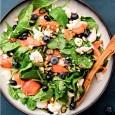 Салат с рыбой, миндалем и голубикой