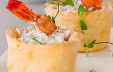 закусочные тарталетки с креветками и творожным сыром