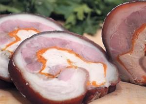 Рецепты со свининой: домашний мясной рулет