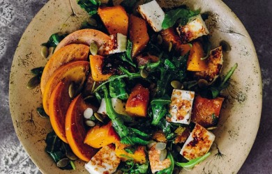 Салат с хурмой, адыгейским сыром и тыквой