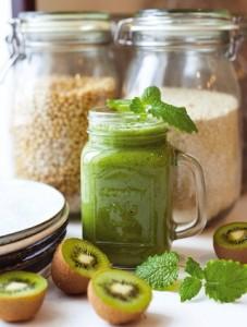очищающий смузи с киви и шпинатом