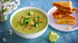Суп-пюре из брокколи с сырными гренками