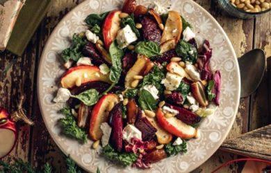 салат с печеными яблоками и свеклой