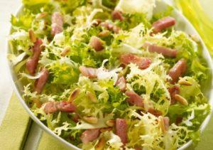 Салат фризе со шкварками