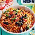 морковный салат с голубикой