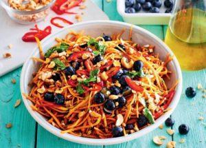 Острый морковный салат с голубикой
