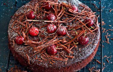 Шоколадный пирог с черешней
