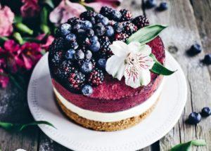 ягодные десерты: чизкейк с черной смородиной
