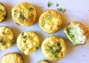 Маффины с брокколи, зеленым горошком и фетой