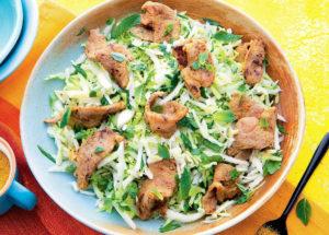 Салат из капусты со свининой в пряном маринаде