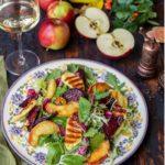Салат с запеченной свеклой и яблоками