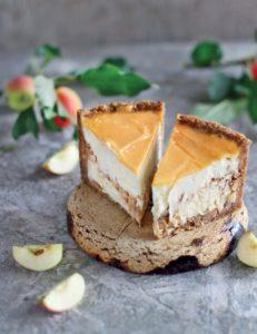 Яблочный карамельный чизкейк