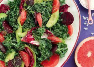 Зимний салат со свеклой, авокадо и грейпфрутом