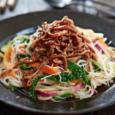 Вьетнамский вермишелевый салат с говядиной терияки