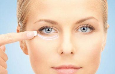 Чем замазать синяки под глазами: косметика